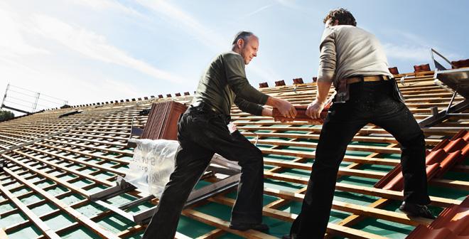 Arbeit auf Steildach
